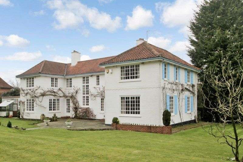 5 Bedrooms Detached House for sale in Woodcote Park, Epsom