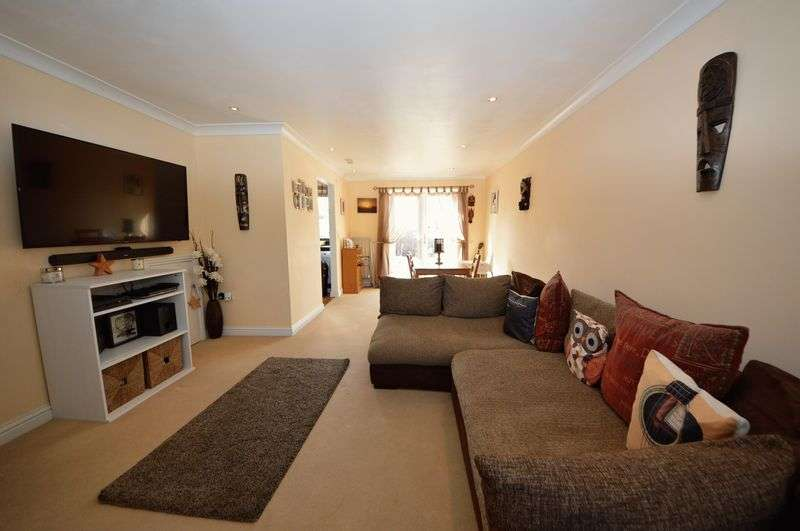 3 Bedrooms Terraced House for sale in Durley Avenue, COWPLAIN