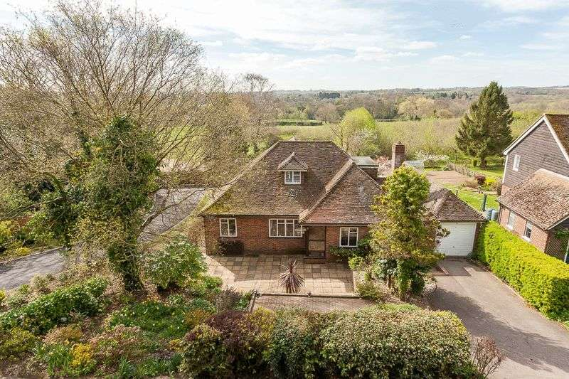3 Bedrooms Detached Bungalow for sale in Strawberry Cottage, High Street, Brenchley