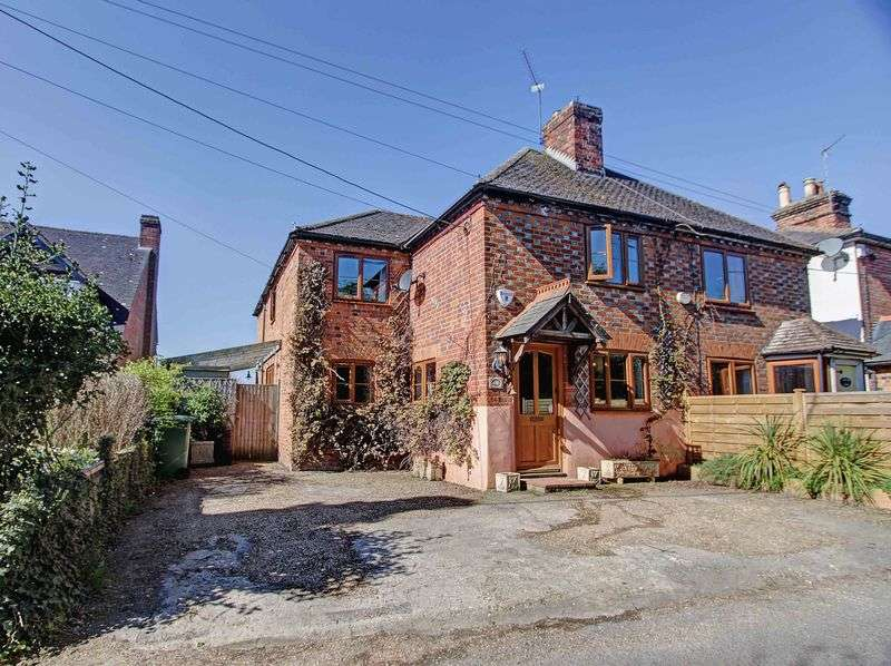 3 Bedrooms Semi Detached House for sale in Bovingdon Green, Marlow SL7
