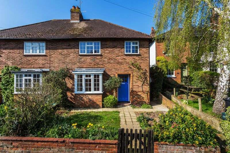 3 Bedrooms Semi Detached House for sale in Cotmandene, Dorking town centre