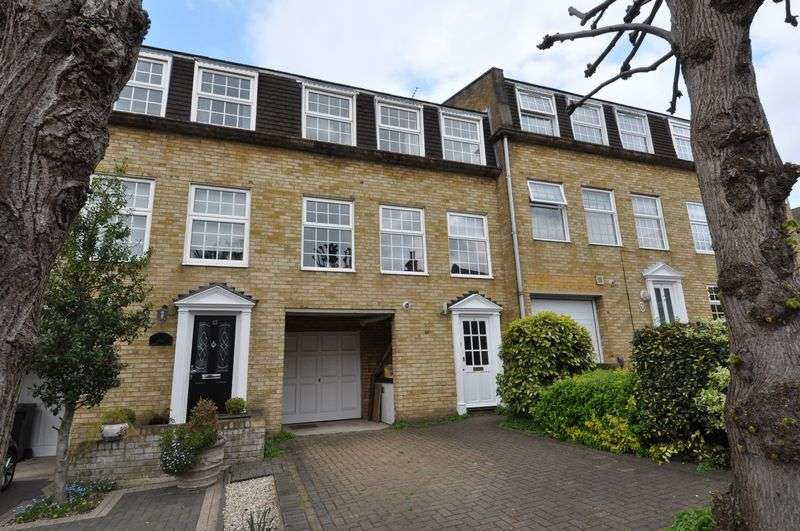 4 Bedrooms Terraced House for sale in Hills Road, Buckhurst Hill
