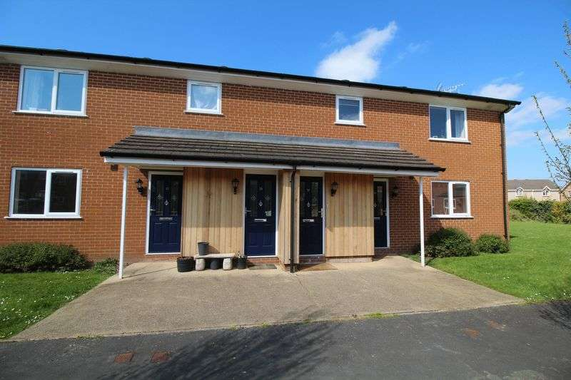 2 Bedrooms Flat for sale in Brookfield Close, Weston Rhyn