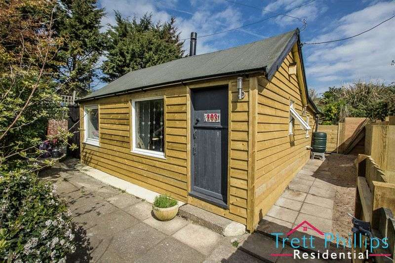 2 Bedrooms Detached Bungalow for sale in The Marrams, Hemsby