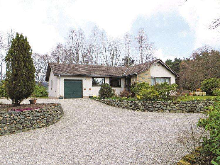 2 Bedrooms Detached Bungalow for sale in Mossfield, Invergordon, Ross-Shire