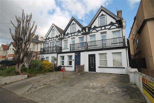 5 Bedrooms House for sale in Wellesley Road, Clacton on Sea
