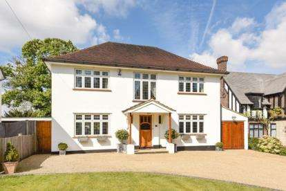 4 Bedrooms Detached House for sale in Hollydale Drive, Bromley