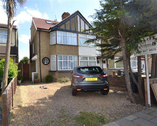 3 Bedrooms Terraced House for sale in Hounslow Road, Hanworth
