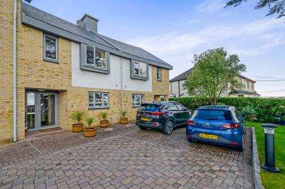 4 Bedrooms Terraced House for sale in Sunningdale, Truro, Cornwall