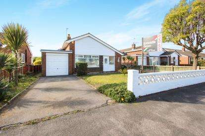 3 Bedrooms Bungalow for sale in Pilling Ave, Lytham St. Annes, Lancashire, England, FY8