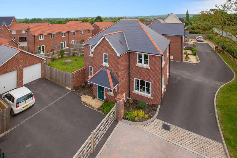 4 Bedrooms Detached House for sale in Southbrook Meadow, Cranbrook