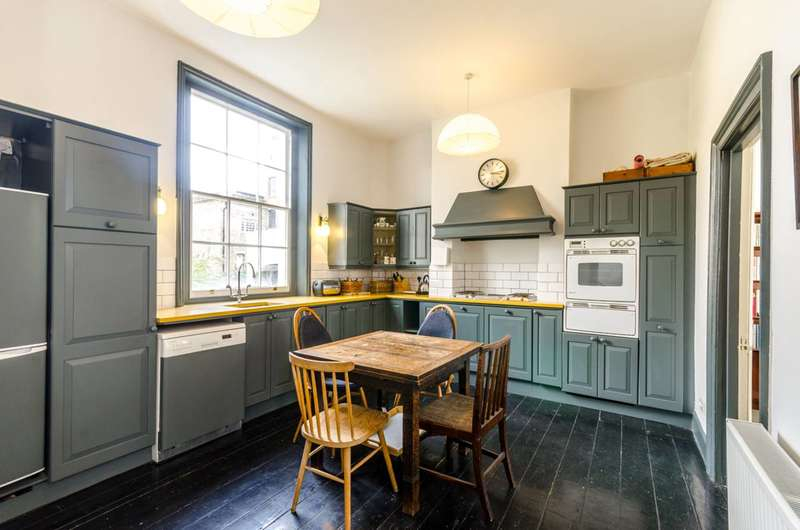 3 Bedrooms Maisonette Flat for rent in Torriano Avenue, Kentish Town, NW5