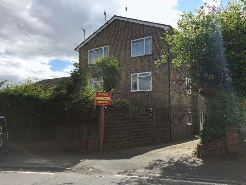 2 Bedrooms Flat for sale in St Johns Road, Earlswood, REDHILL, Surrey