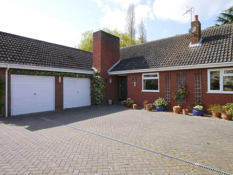 3 Bedrooms Detached Bungalow for sale in Briar Lane, Hales, Norwich
