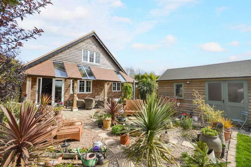 3 Bedrooms Detached House for sale in Ashford, TN25