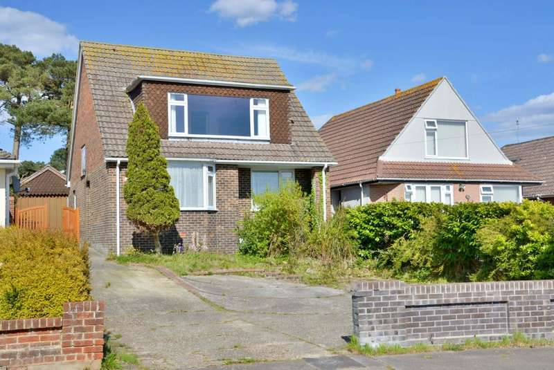 4 Bedrooms Detached House for sale in Lake Drive, Hamworthy, Poole, BH15 4LU