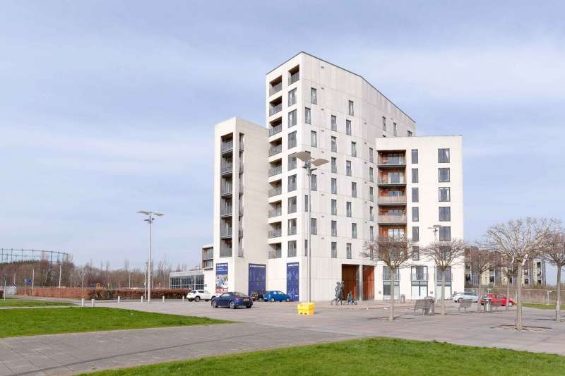 3 Bedrooms Flat for sale in Saltire Square, Granton, Edinburgh, EH5 1PR