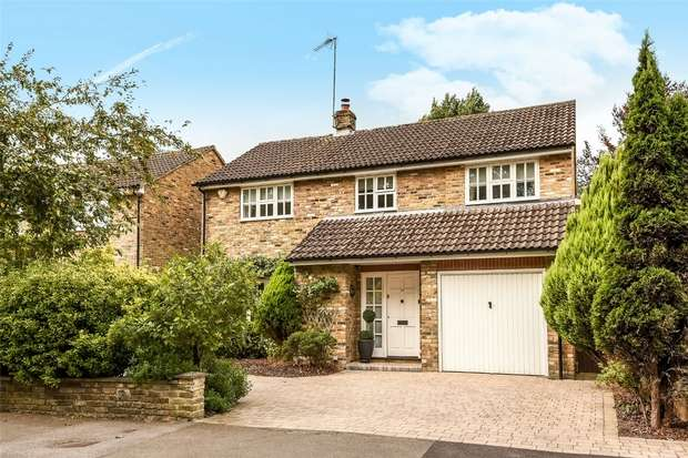 5 Bedrooms Detached House for sale in St James Road, FINCHAMPSTEAD, Berkshire