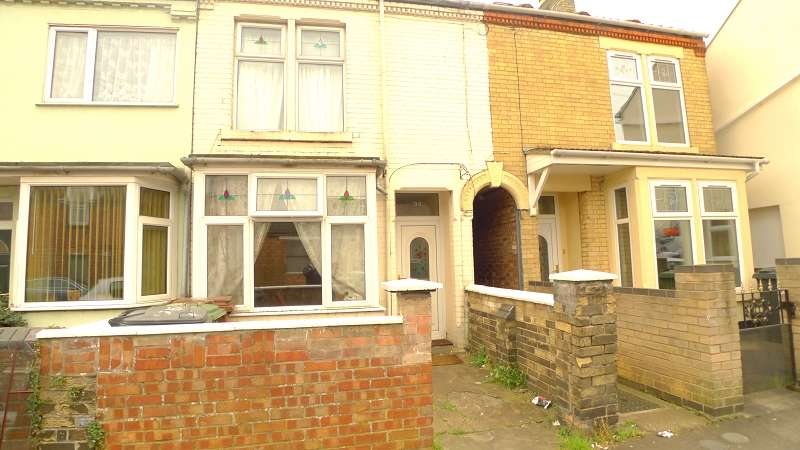 3 Bedrooms Terraced House for sale in Windmill street, Peterborough, Cambridgeshire. PE1 2LU