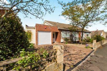 2 Bedrooms Bungalow for sale in Homefield Road, Pucklechurch, Bristol, Gloucestershire