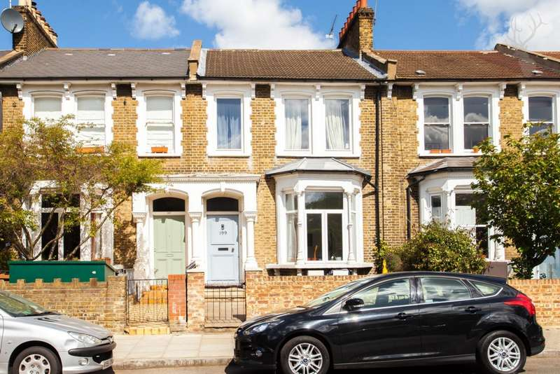 3 Bedrooms Flat for sale in Brooke Road, Clapton, E5