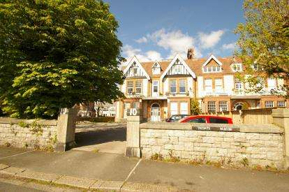 2 Bedrooms Flat for sale in Lipson, Plymouth, England