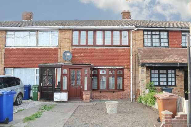 3 Bedrooms Terraced House for sale in Brennan Road, Thurrock, Essex, RM18 8BA