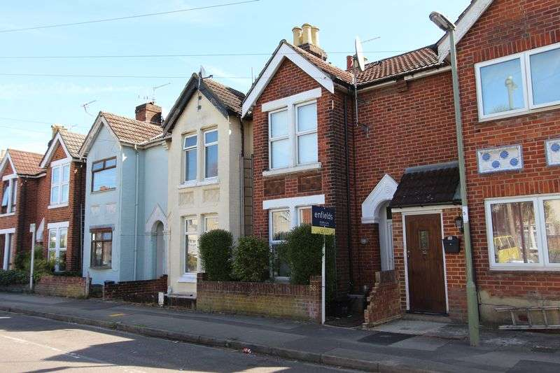 3 Bedrooms Terraced House for sale in Dutton Lane, Eastleigh