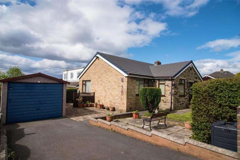 3 Bedrooms Detached Bungalow for sale in Woodlands Way, Lepton, Huddersfield, HD8 0JA