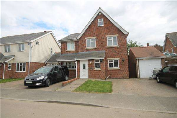 5 Bedrooms House for sale in Springfield Meadows, Little Clacton