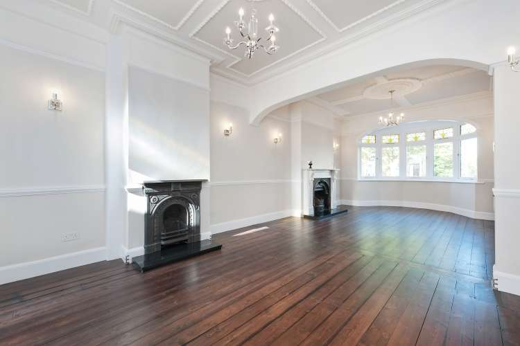 5 Bedrooms Terraced House for sale in New Cross Road New Cross SE14