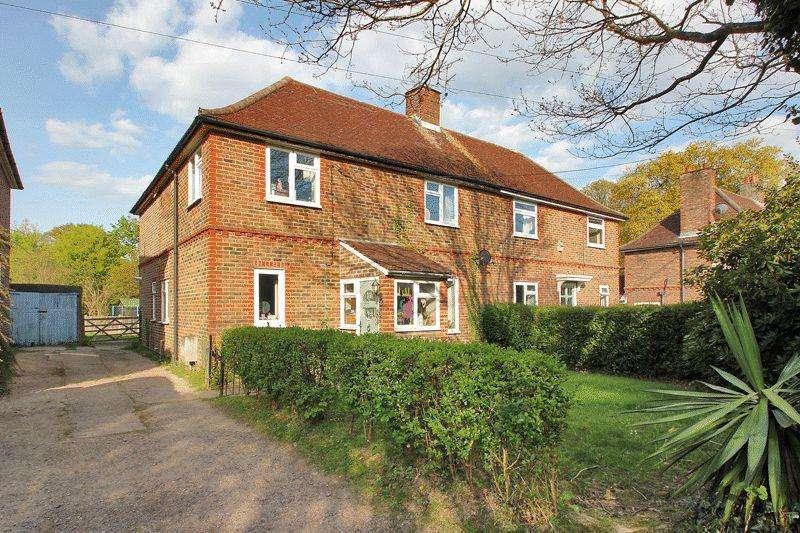 4 Bedrooms Semi Detached House for sale in Giblets Lane, Horsham