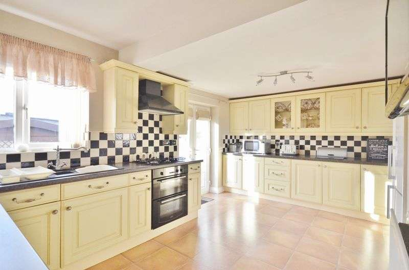 3 Bedrooms Semi Detached House for sale in Stoneycroft, Workington