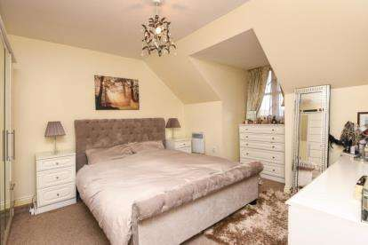 2 Bedrooms Apartment Flat for sale in Burton Court, 2 Constable Close, Friern Barnet