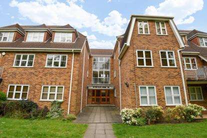 2 Bedrooms Flat for sale in Wych Elm Lodge, 29 London Lane, Bromley