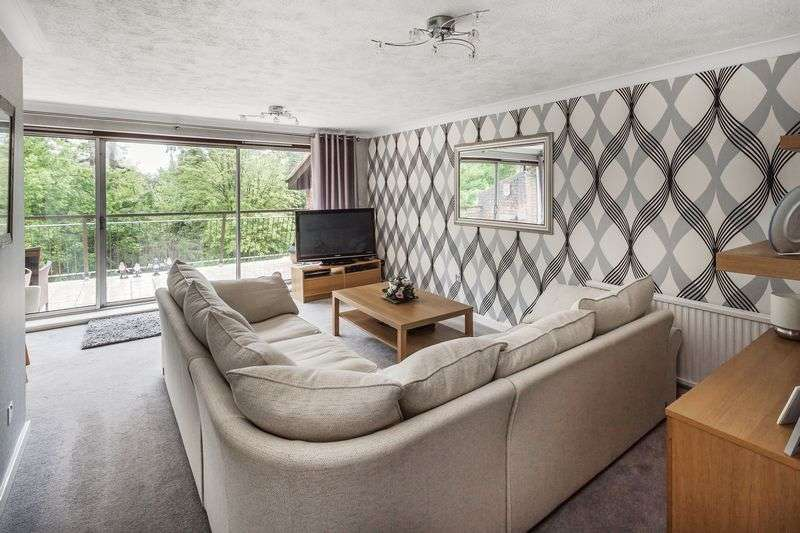 3 Bedrooms Flat for sale in Southview Road, Warlingham