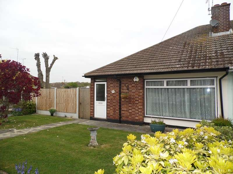 2 Bedrooms Semi Detached Bungalow for sale in Briarwood Drive, Leigh-On-Sea