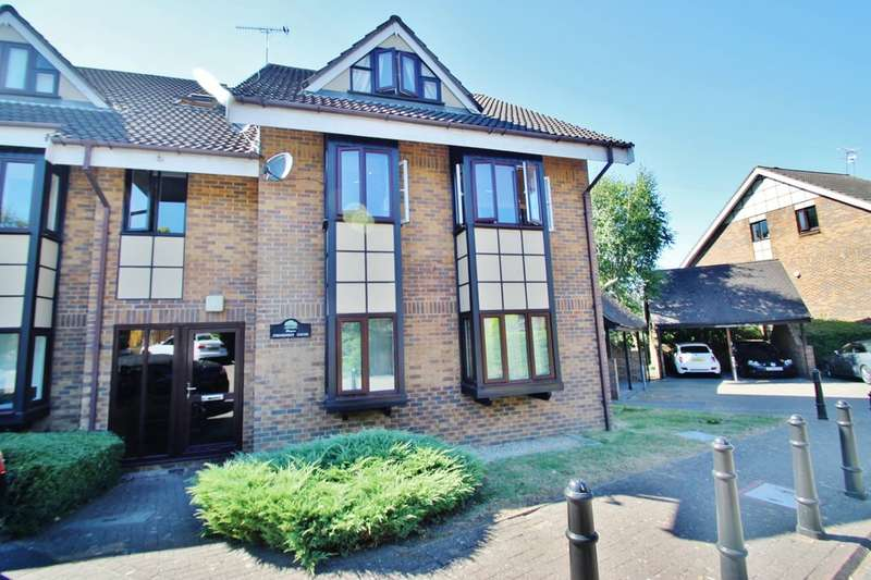 1 Bedroom Flat for sale in Connaught Court, Buckhurst Hill