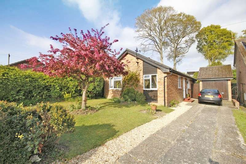 3 Bedrooms Detached Bungalow for sale in Brookside Road, Bransgore, Christchurch