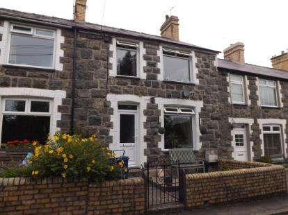 3 Bedrooms Terraced House for sale in Arvonia Terrace, Criccieth, Gwynedd, LL52
