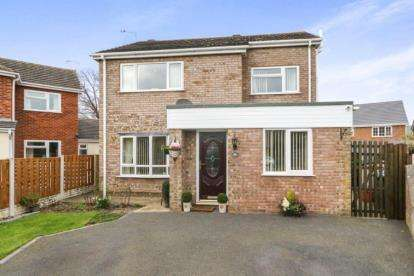 3 Bedrooms Detached House for sale in Crud Y Castell, Denbigh, Denbighshire, North Wales, LL16