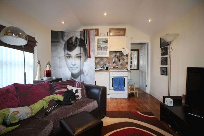 1 Bedroom Flat for sale in Ingram Street, Huntingdon, Cambridgeshire.
