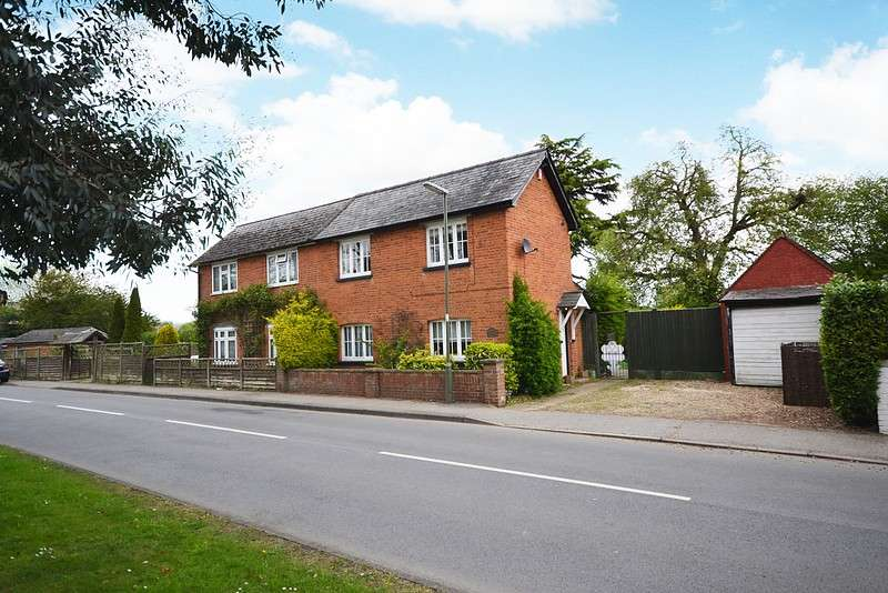 3 Bedrooms Semi Detached House for sale in Lyne