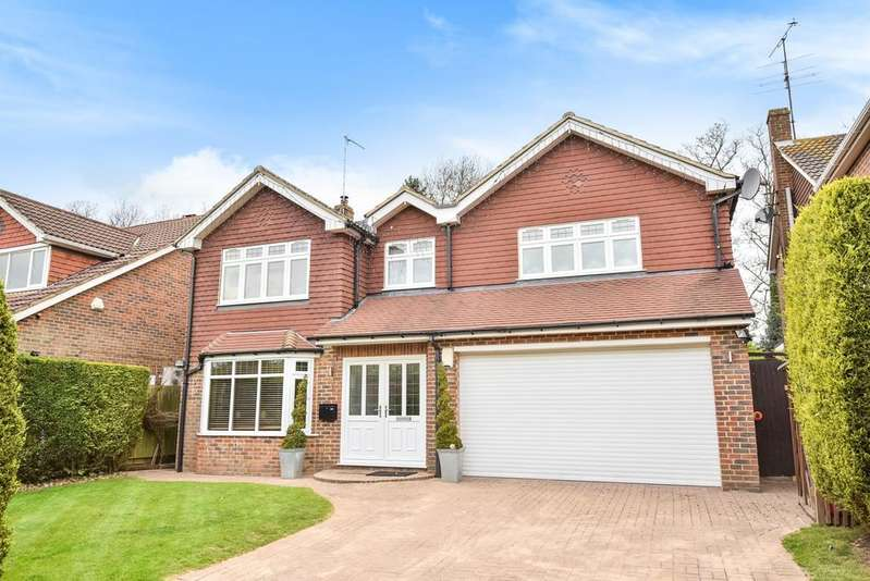 4 Bedrooms Detached House for sale in Walsingham Park Chislehurst BR7