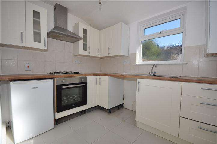 2 Bedrooms Maisonette Flat for sale in Gordon Road, Southend