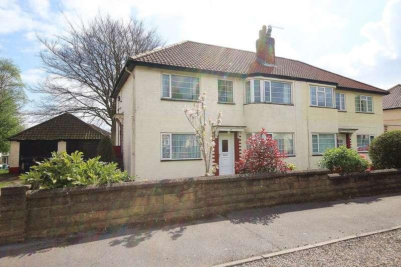 2 Bedrooms Flat for sale in Sandringham Drive, Leeds, LS17