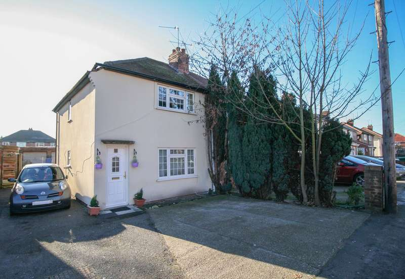 3 Bedrooms Semi Detached House for sale in Essex Avenue, GREAT POTENTIAL TO EXTEND!