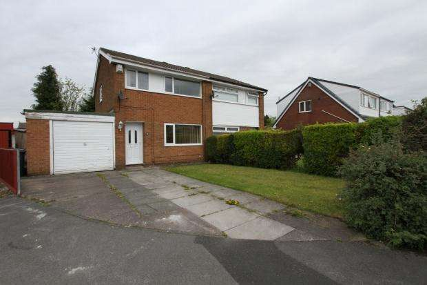 3 Bedrooms Semi Detached House for sale in Stratton Drive Platt Bridge Wigan