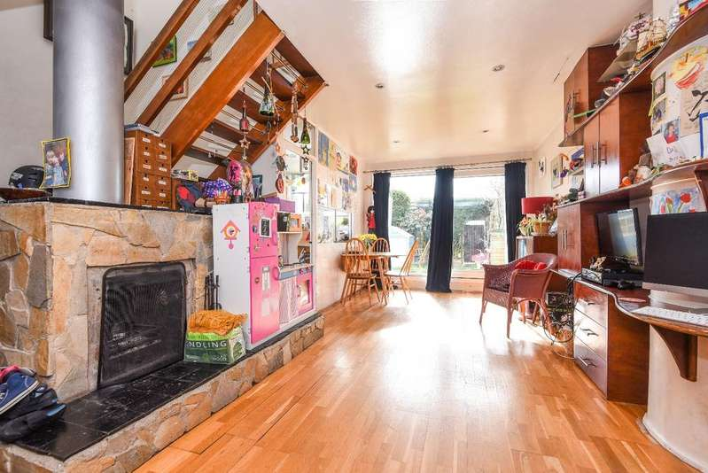 3 Bedrooms End Of Terrace House for sale in Combe Avenue London SE3
