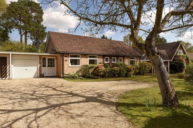 3 Bedrooms Detached Bungalow for sale in New Wokingham Road, CROWTHORNE, Berkshire